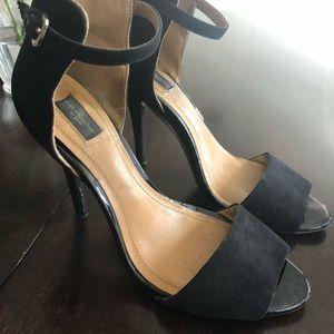 Zara black high-heels worn